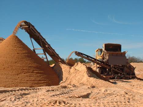 The CS2440, in its highest position, helps the BF25D2 form a large stockpile